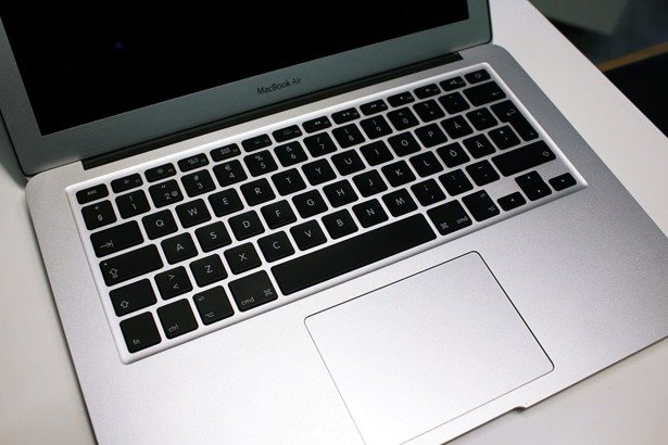 APPLE MACBOOK AIR A1369 i5-2557M 4GB 120GB SSD OS