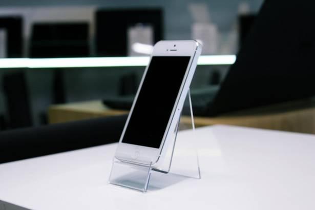 "APPLE iPhone 5 4,7"" 1GB 16GB BIAŁY"