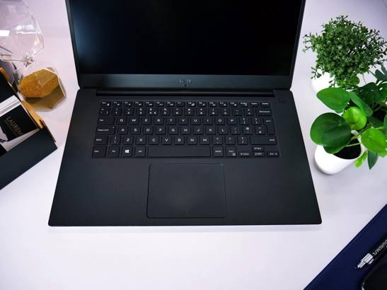 DELL 5530 i7-8850H 8GB 240GB SSD FHD P1000 WIN 10 HOME