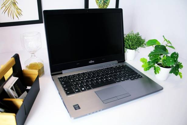 FUJITSU U745 i5-5200U 8GB 240GB SSD HD+ WIN 10 HOME